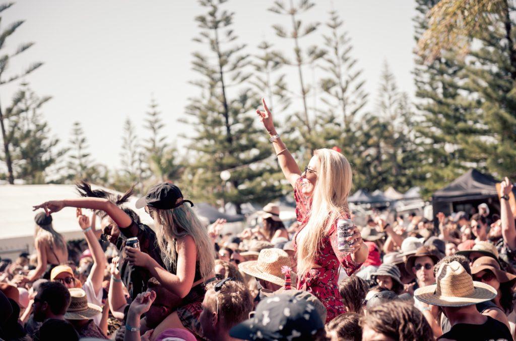 fotsun-crowd
